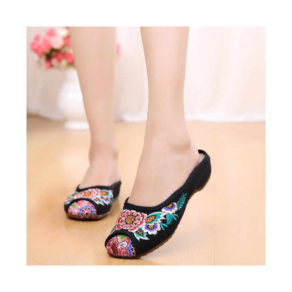 Old Beijing Cloth Shoes Woman Slippers Embroidered Increased within National Style Casual Woman Sandals Home  black - Mega Save Wholesale & Retail - 1
