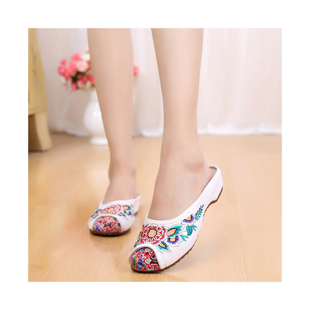 Beige Old Beijing Cloth Shoes for Women in Vintage Embroidery Online in National Style with Beautiful Floral Designs - Mega Save Wholesale & Retail - 1