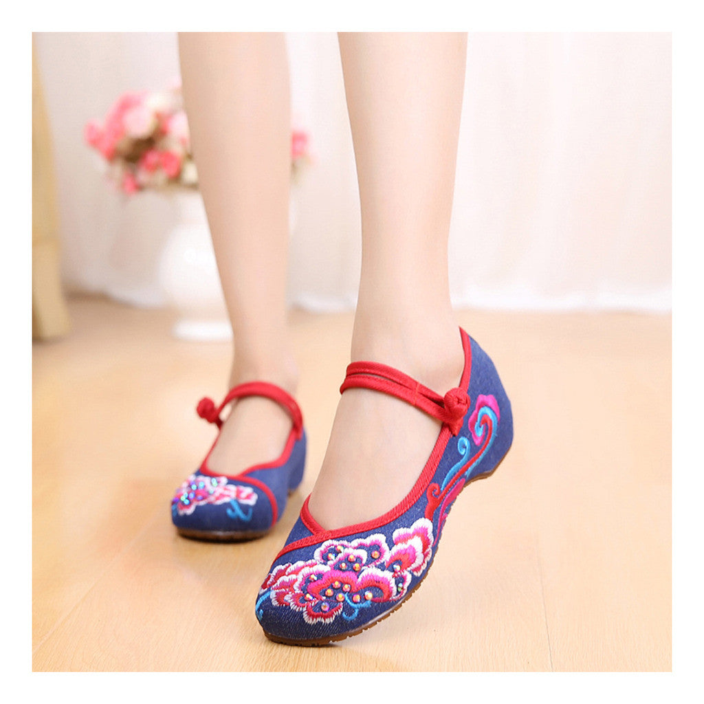 Old Beijing Blue Vintage National Style Embroidered Shoes Online in Durable Cowhell Shoe Sole Patterns - Mega Save Wholesale & Retail - 1