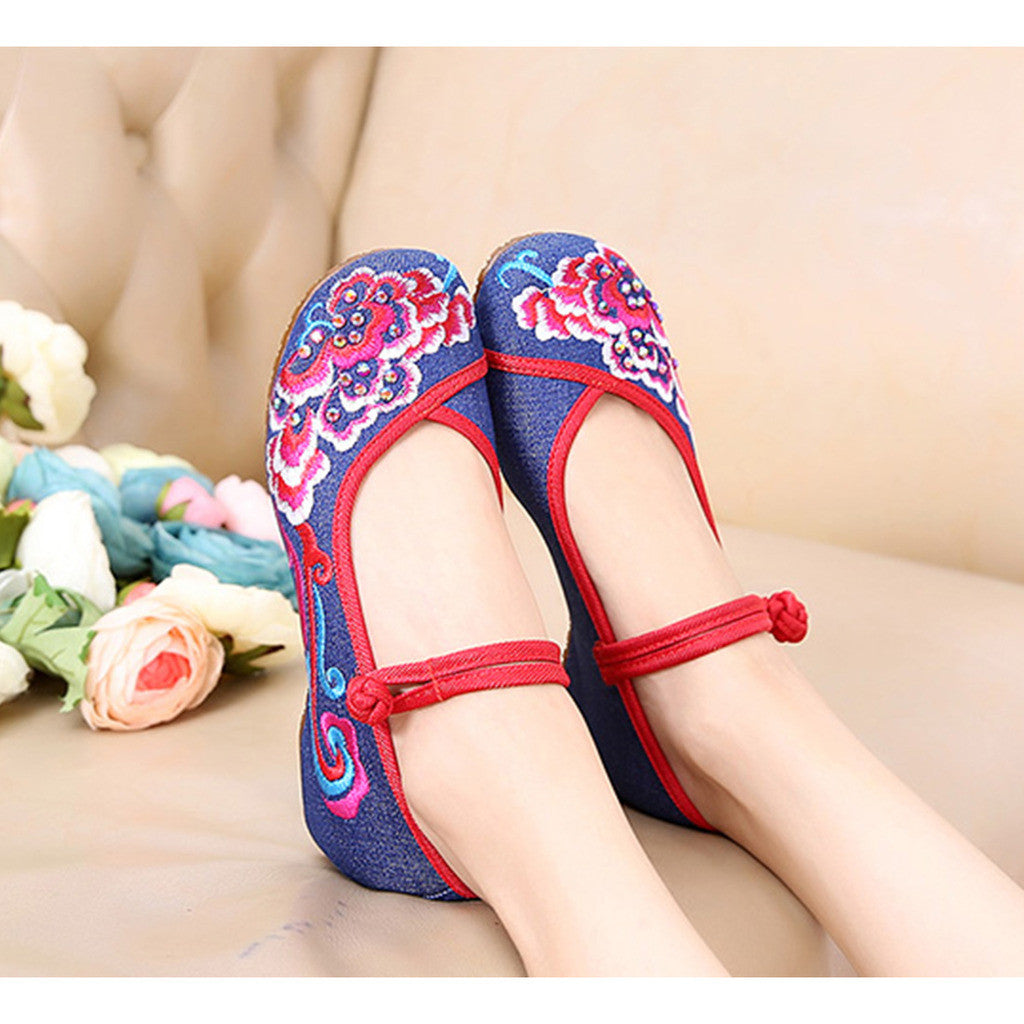 Old Beijing Blue Vintage National Style Embroidered Shoes Online in Durable Cowhell Shoe Sole Patterns - Mega Save Wholesale & Retail - 3