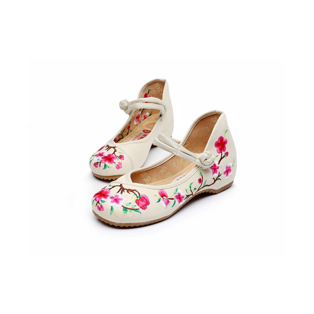 Spring Peach Flower National Style Vintage Embroidered Chinese Shoes for Women in Fashionable Rice Shade - Mega Save Wholesale & Retail - 1