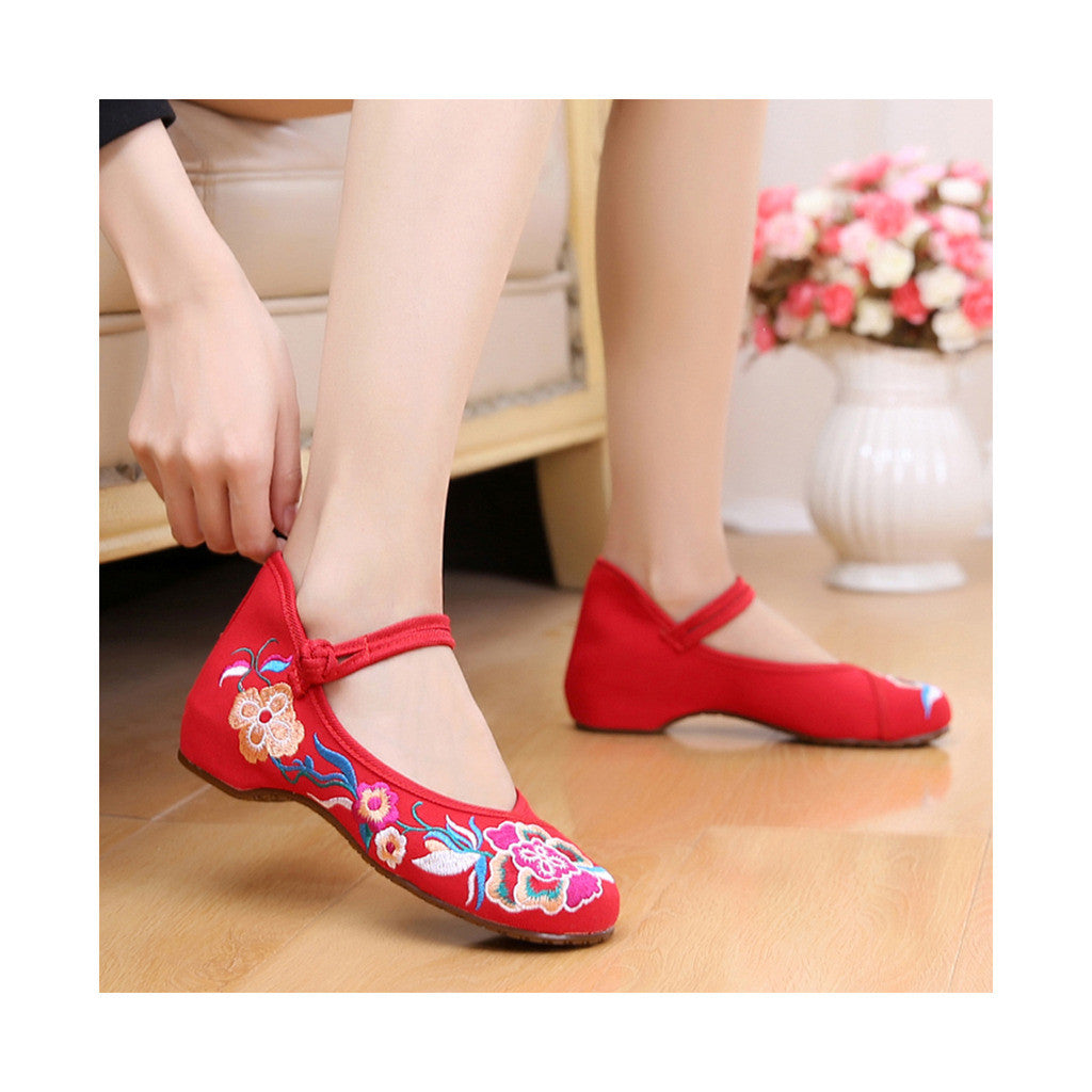 Old Beijing Red Vintage Embroidered Shoes for Women Online in Durable Cowhell Shoe Sole Fashion - Mega Save Wholesale & Retail - 3