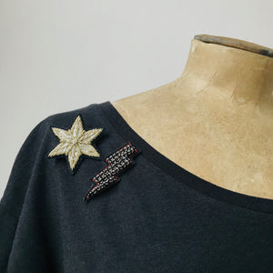T-shirt inc. star and lightning bolt pins