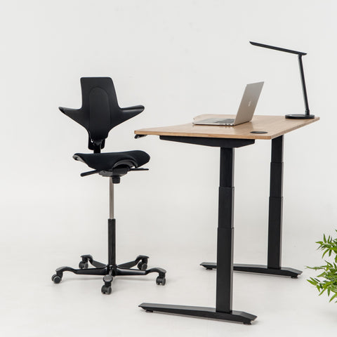 Capisco Puls Standing desk chair with Jarvis adjustable standing desk