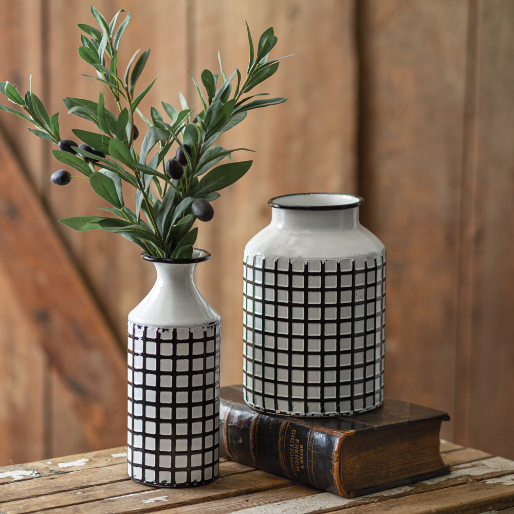 Rustic Lattice Pattern Vase