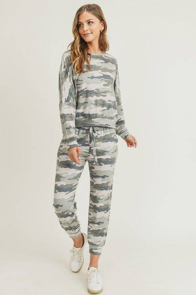 NEW * Yelete Women's Long Sleeve Vintage Camo Loungewear Set