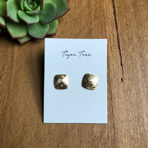 Brushed square stud earring | Gold | Tiger Tree