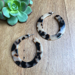 Tortoise shell flat hoop earrings | Tiger Tree
