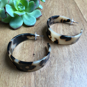 Tortoise shell wide hoop earrings | Tiger Tree
