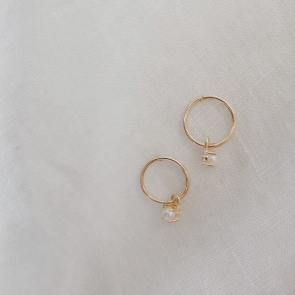 sophie-store-pearl-sleeper-earrings-gold
