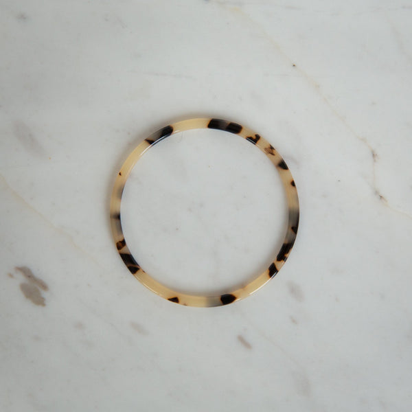 sophie-tort-tortoiseshell-bangle-light