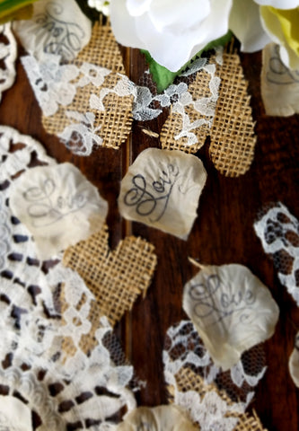 rustic wedding table confetti