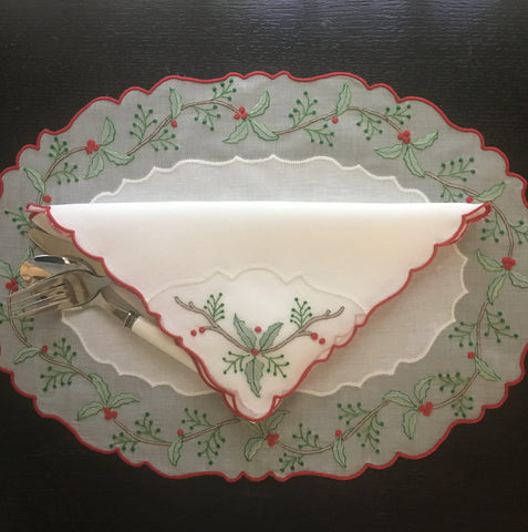 Holly & Berry Placemats & Napkins