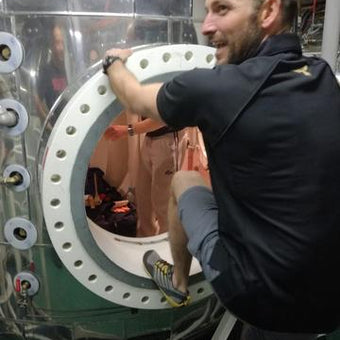 This guy trained for a 250km running race across the Sahara in a submarine decompression chamber!