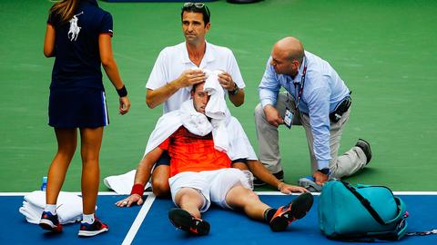How to avoid dehydration in tennis