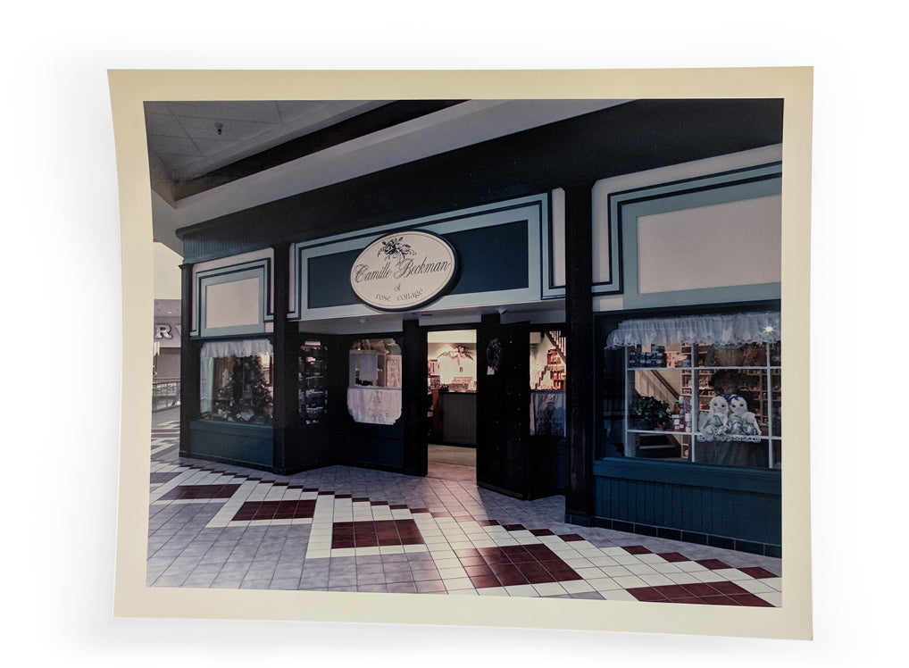 A polaroid photo of the facade of the Rose Cottage Giftshop in the Boise Mall.
