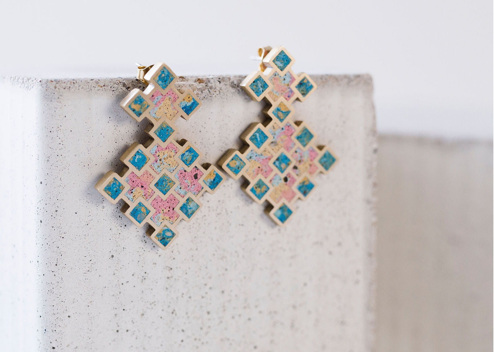 GRID STUD EARRINGS