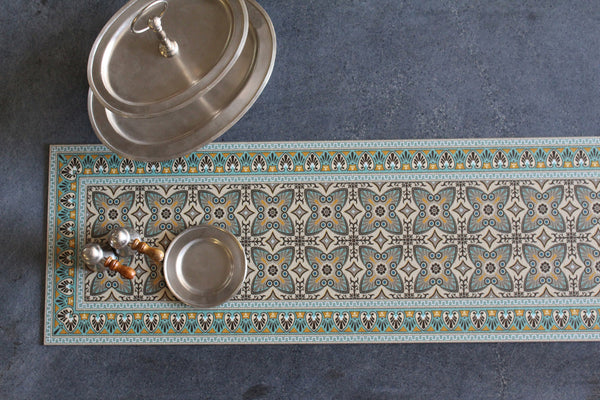 "Beija Flor Green Bella Extra-Long Table Runner (13"" x 60"")"
