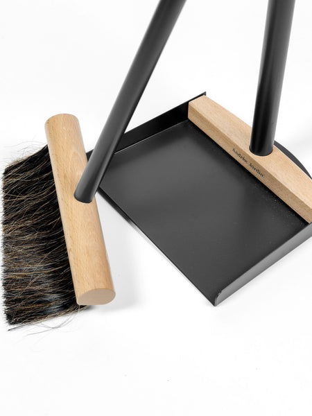 Andrée Jardin Mr. and Mrs. Clynk Complet Standing Broom & Dustpan Set in Black