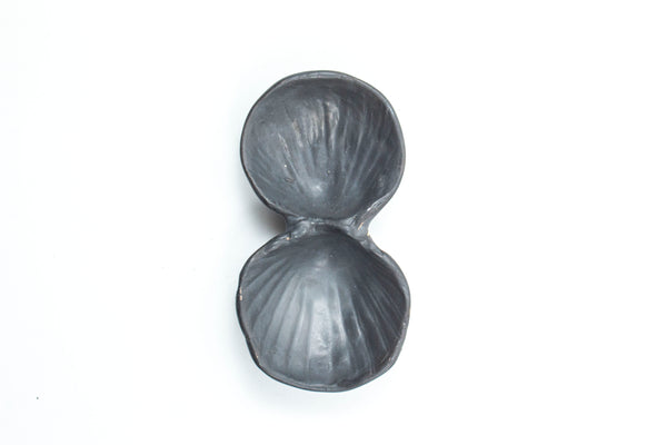 Yarnnakarn Oceanology Cherrystone Clam Salt & Pepper Dish Black Glaze