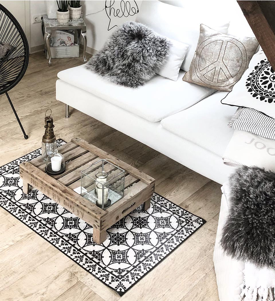 Beija Flor Black and White Barcelona Floor Mat