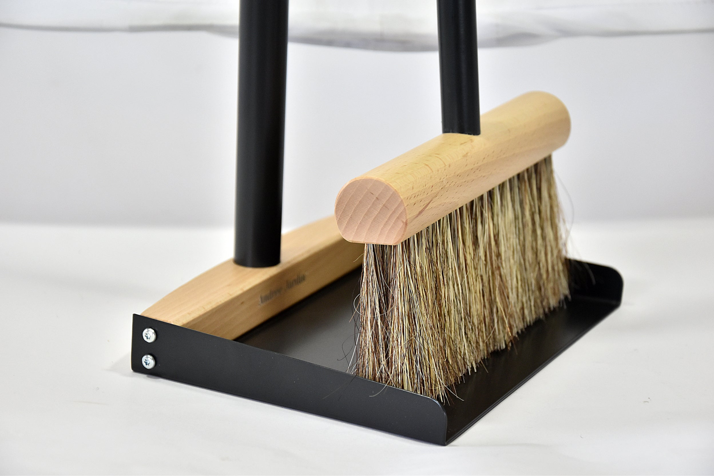 Mr. and Mrs. Clynk Natural Large Complet Dustpan and Broom in Black