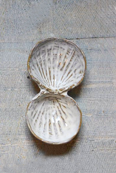 Yarnnakarn Ceramics Oceanology Cherrystone Clam Salt & Pepper & Two Sided Shell Spoon
