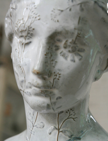 Yarnnakarn Ceramics Dried Flower Bust