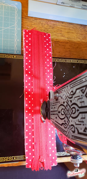 Sewing a zipper on a Singer Featherweight