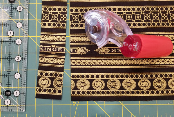 Singer Featherweight Dust Cover Kit - Fannie the Featherweight Pattern by Robert Kaufman