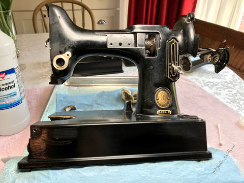 Singer Featherweight bed varnish removal