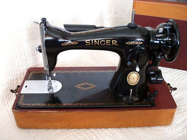 Singer 15 Model Sewing Machine - the Dressmaker