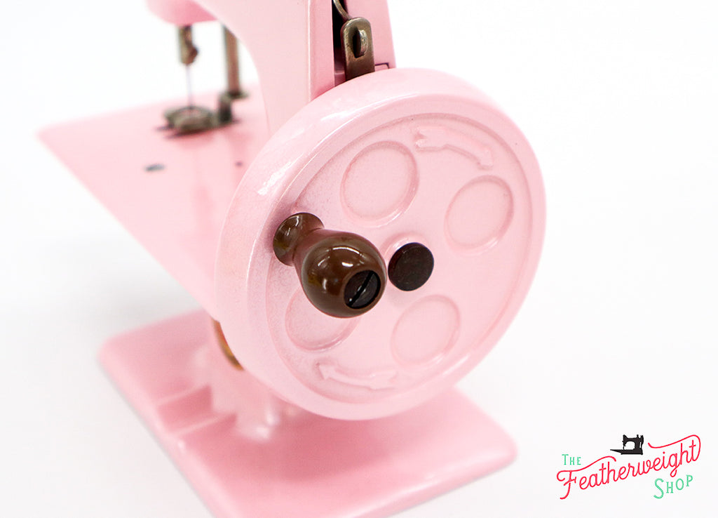 Singer Featherweight Shop Christmas Giveaway 2019 - Pearlescent Pink 222K & Sewhandy 20