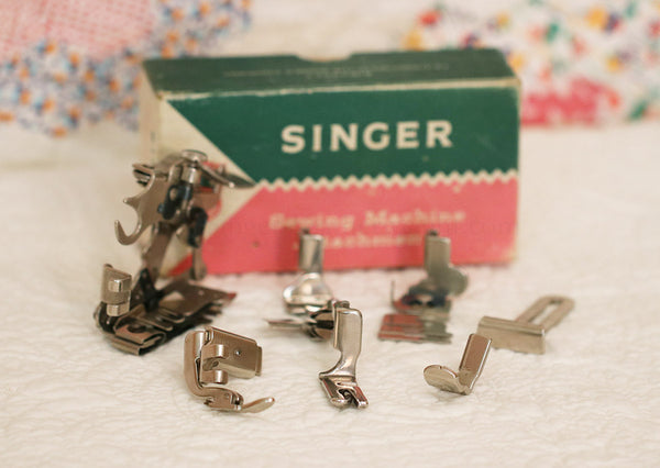 Singer Tan Featherweight 221 Attachments Set