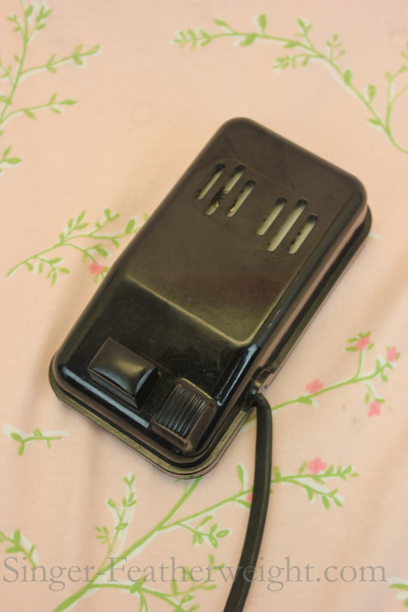 Singer Featherweight 221 Early Bakelite Slotted Foot Controller
