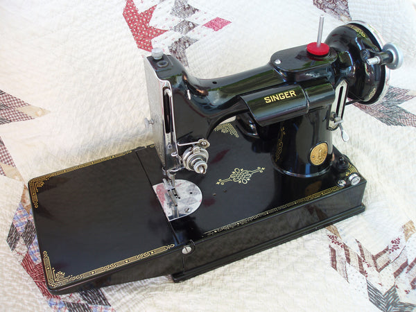 Singer Featherweight 221 AE408