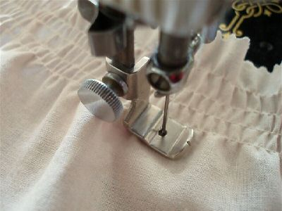 Singer Featherweight 40 Shirring Foot Attachment The Singer Delectable Elastic Thread Sewing Machine