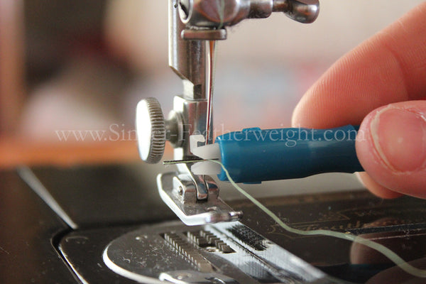 Threading A Singer Featherweight Getting To Know Your Featherweight Enchanting How To Thread A Needle On A Sewing Machine