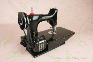 Singer Featherweight 221 Sewing Machine, CHICAGO BADGE 1934 AD543***