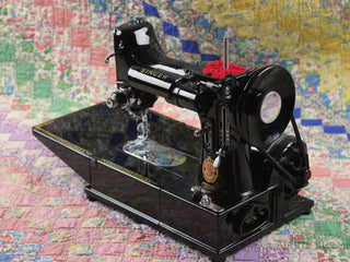 Load image into Gallery viewer, Singer Featherweight 222K Sewing Machine, ER0231**CH