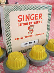 Load image into Gallery viewer, Stitch Patterns, Singer Automatic Zigzagger (Vintage Original)