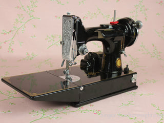 Load image into Gallery viewer, Singer Featherweight 221 Sewing Machine, CHICAGO BADGE 1934 AD721***