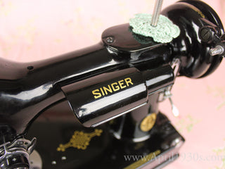 Load image into Gallery viewer, Singer Featherweight 221K Sewing Machine, French EF908***