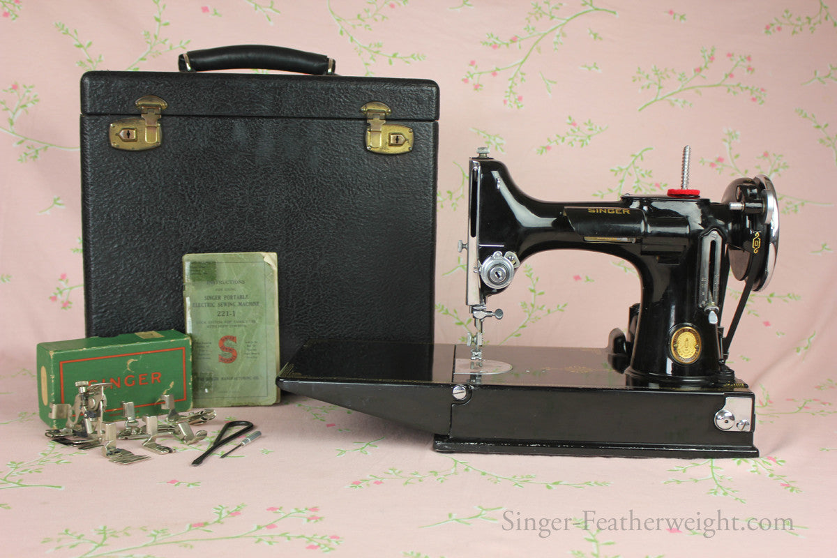 Dating singer featherweight 221 1