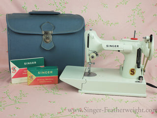 Load image into Gallery viewer, Singer Featherweight 221 Sewing Machine, WHITE EV989***