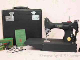 Load image into Gallery viewer, Singer Featherweight 221 Sewing Machine, WRINKLE AF589***