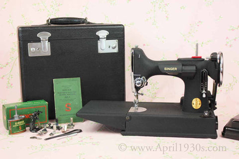 Singer Featherweight 221 Sewing Machine, WRINKLE AF589***