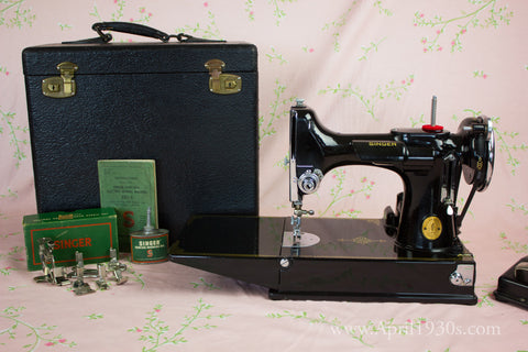Singer Featherweight 221 Sewing machine, 1933 AD545***