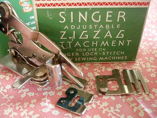Load image into Gallery viewer, ZigZag Adjustable Attachment, Singer Featherweight (Vintage Original)