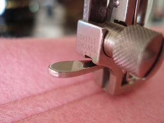Load image into Gallery viewer, Gauge Presser Foot Attachment Set, Singer (Vintage Original)